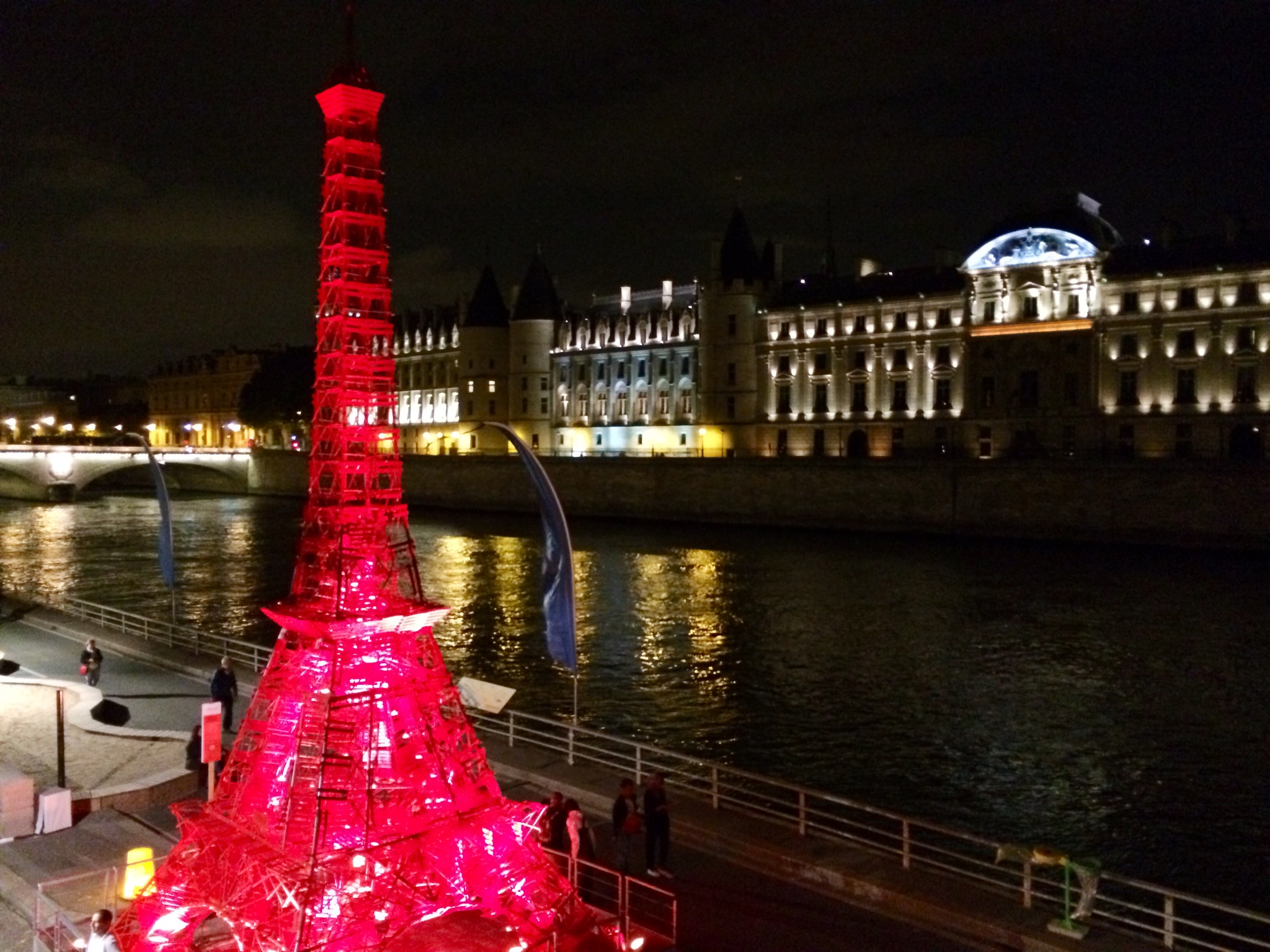 Joyeux anniversaire Tour Eiffel Fermob !