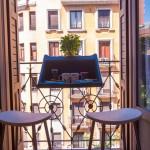 BalKonzept-la-table-de-balcon-petit-dejeuner