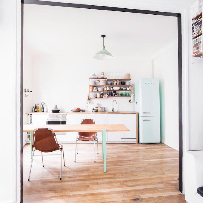 déco vert menthe eau frigo mint smeg - blog décoration - Clem Around The Corner