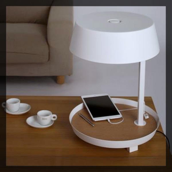 D2 lampe nexel chargeur USB iphone. Clem Around The Corner.
