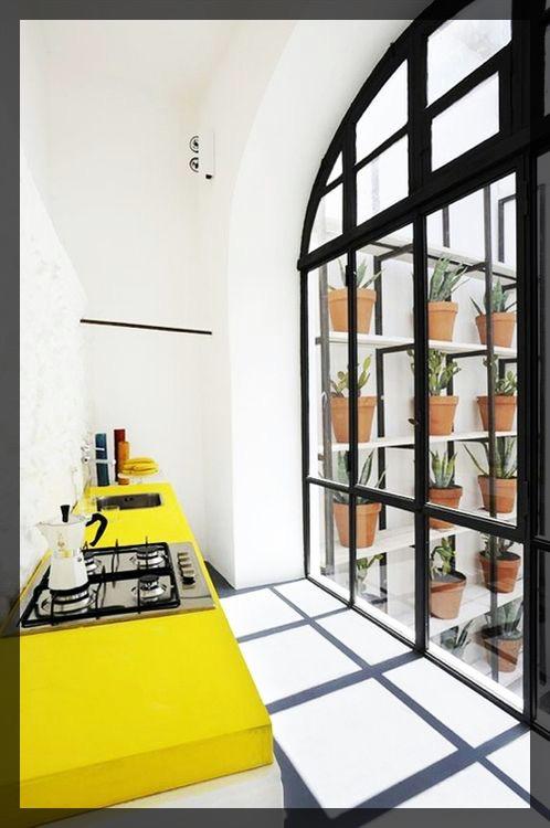 cuisine jaune citron. interieur deco. Clem Around The Corner.