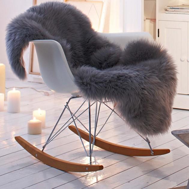 RAR et fausse fourrure. clemaroundthecorner.com chaise plastique Charles et Ray Eames