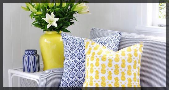 Coussin ananas jaune bleu.