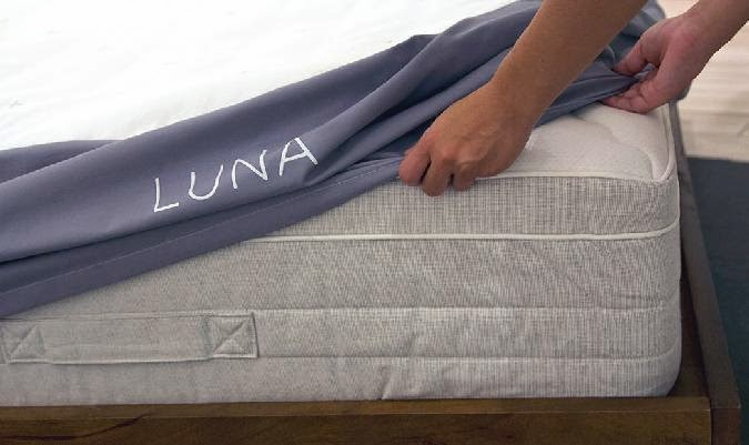 Drap housse, lit intelligent Luna smart bed cover. clemaroundthecorner.com