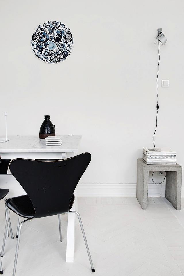 Un intérieur blanc béton. www.clemaroundthecorner.com