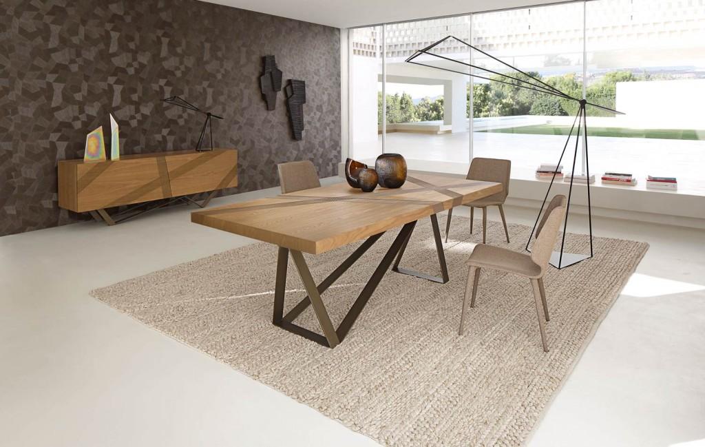 collection printemps été 205 roche bobois. Table salle à manger en bois Track design Luigi Gorgoni. www.clemaroundthecorner.com.