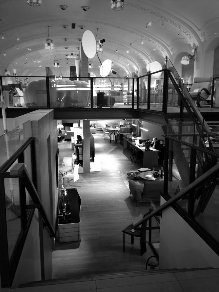 2015 Roche Bobois boutique rue de lyon paris 12 XII. www.clemaroundthecorner.com