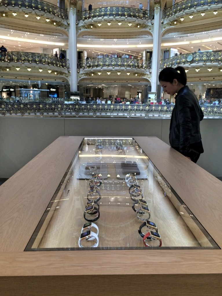 Lancement de l'apple watch aux galeries Lafayette Paris. https://youtu.be/XWP3VirW304