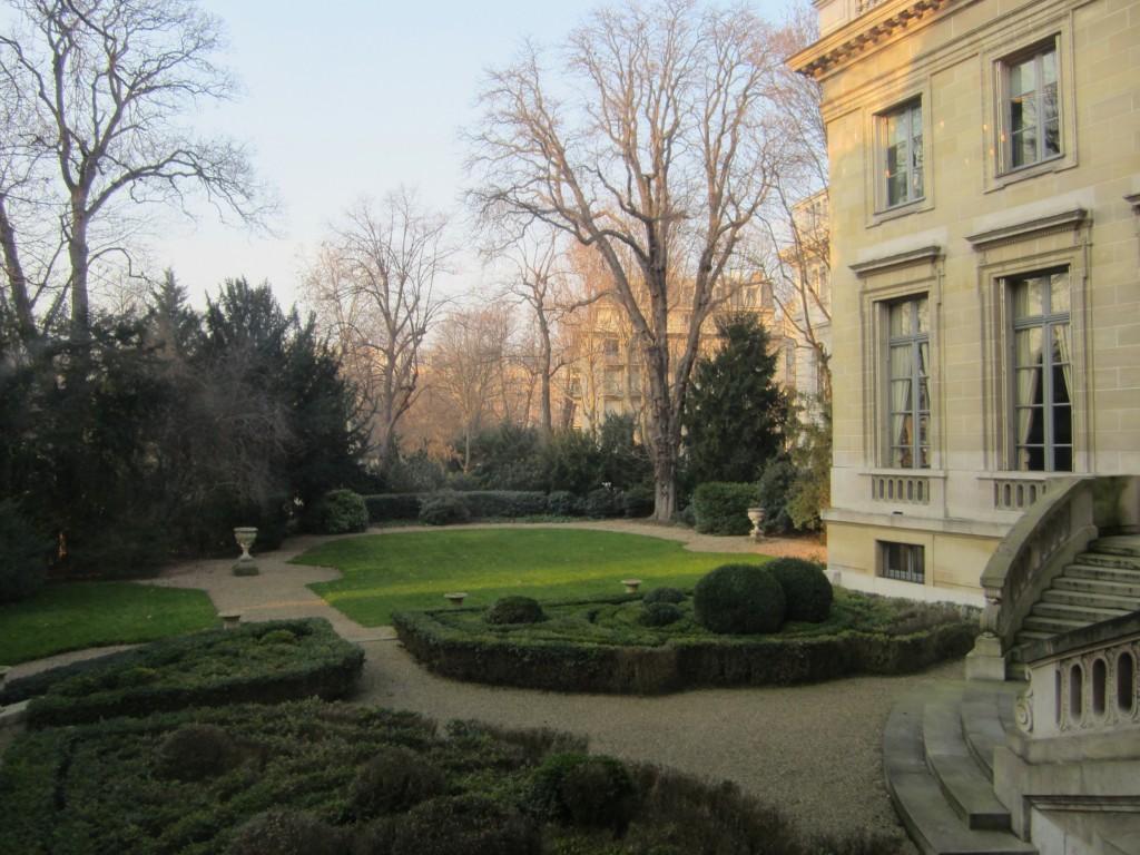 Musée Nissim de Camondo jardin, extérieur. www.clemaroundthecorner.com