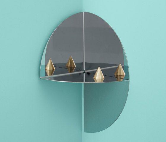The pivot shelf, designed by Lex Pott for Hay étagère. www.clemaroundthecorner.com. etagere d'angle en miroir pour salon Hay circualire.