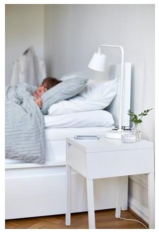 wireless IKEA meubles avec chargeur intégré station home smart. www.clemaroundthecorner.com. table de chevet de nuit chargeur station sans fil.