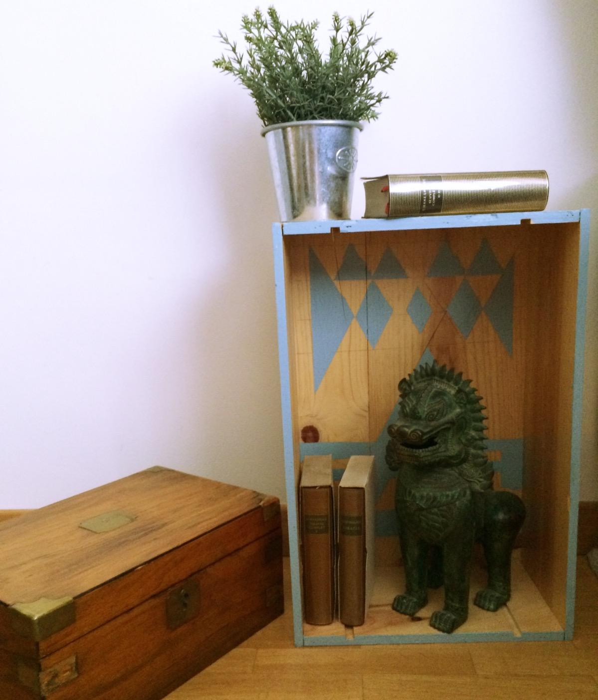 diy une table de chevet en caisse vin blog d co blog diy clem around the corner. Black Bedroom Furniture Sets. Home Design Ideas