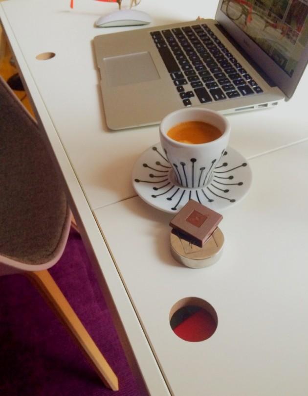 Un coin bureau un nespresso