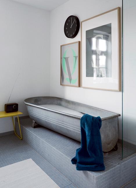 Ulrik Foss salle de bain baignoire îlot en métal style abreuvoir