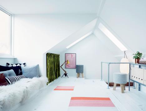 aménager son grenier combles en petit salon chambre ami cosy- blog décoration - clem around the corner