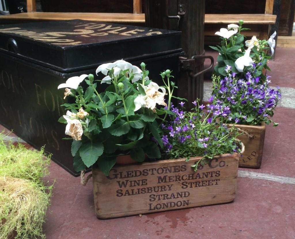 DIY pot de fleurs caisse en bois marché Visiter les puces de Saint Ouen
