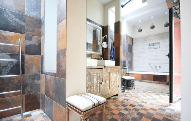 salle de bain style industriel materiaux bruts.