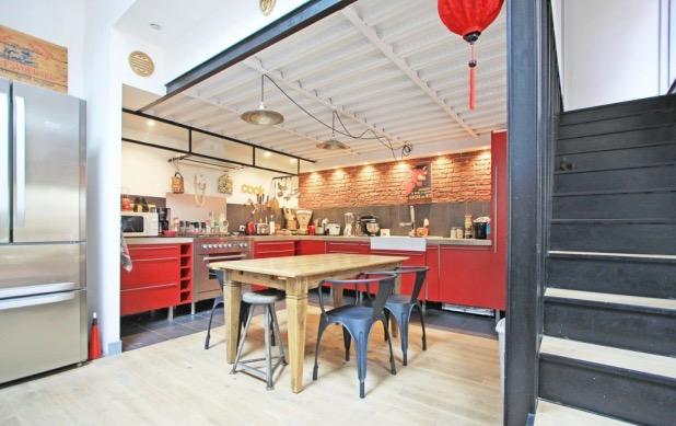 maison loft style indus industriel paris cuisine ouverte.