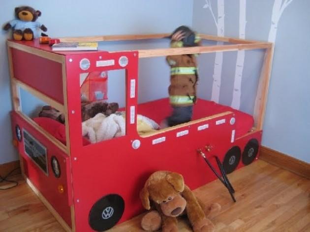 Transformation du lit en forme de camion de pompiers fait maison à fabrique soi même