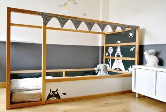 Hack transformer le lit IKEA Kura chambre totoro.