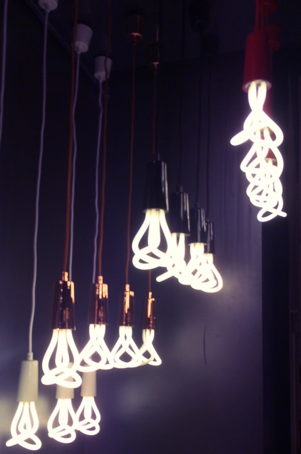 mur d'ampoules Plumen design original pour suspension - blog décoration intérieur - clem around the corner