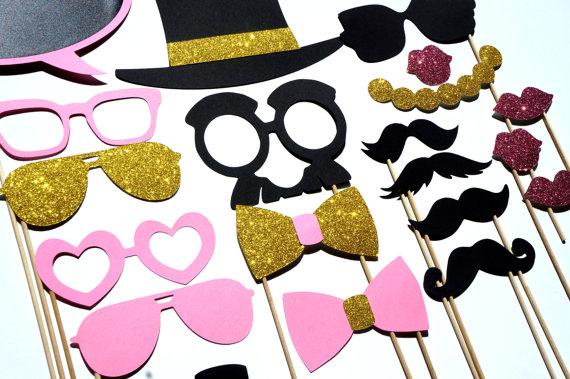 Photobooth accessoire deguisiement mariage moustache chapeau lunettes.