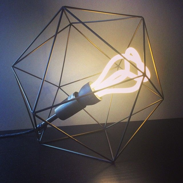 Clem around the corner x plumen ampoule design urban outfitters lampe.