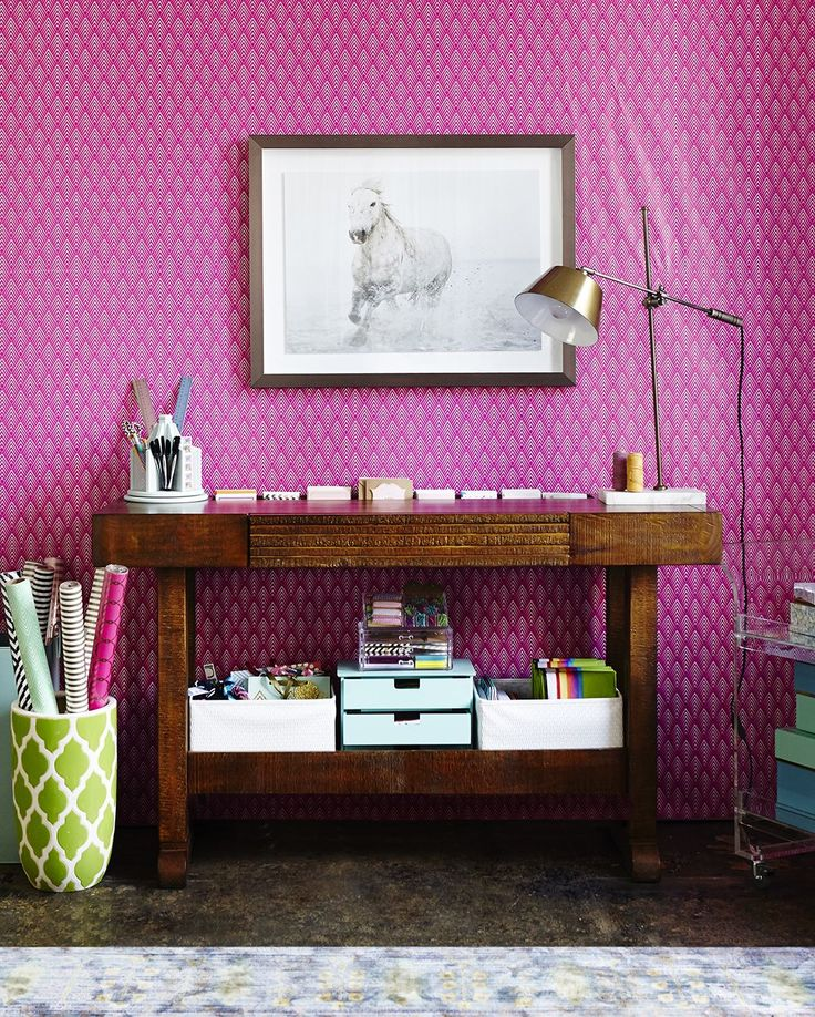 Mur papier peint rose bonbon geometrique.