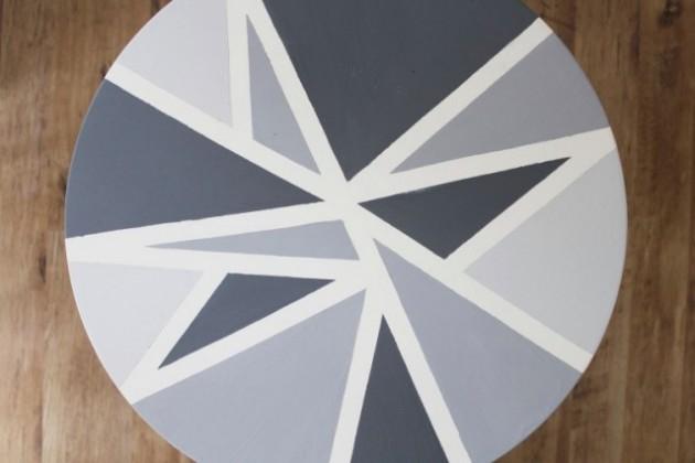 Table à motifs géométriques DIY tutoriel.
