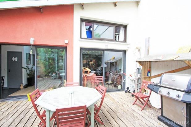 Une maison loft avec terrasse à pantin