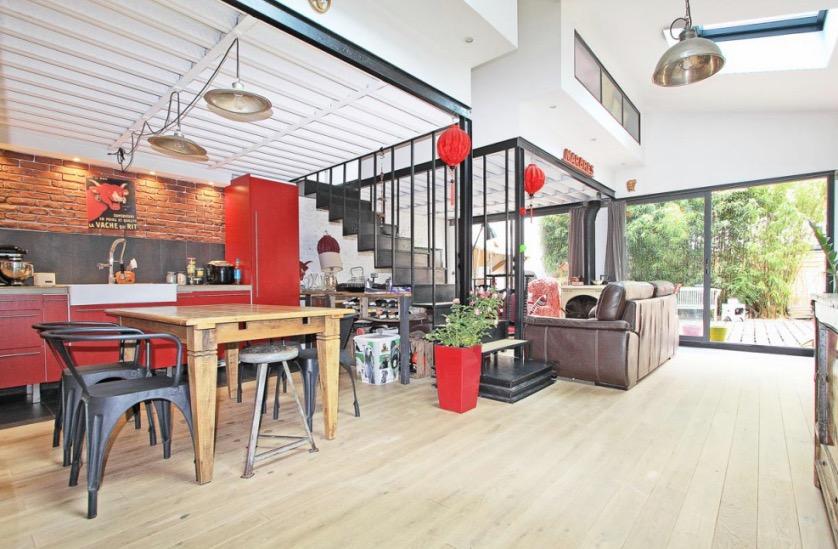 loft intérieur rouge
