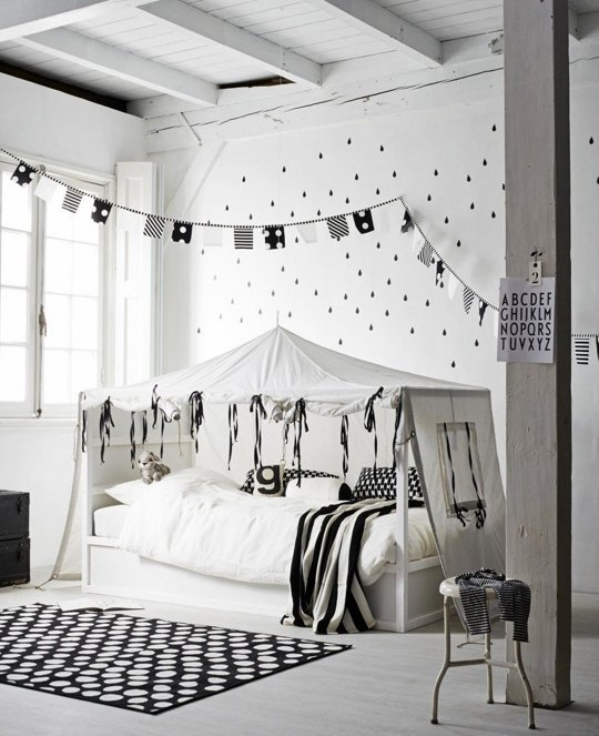 Transformer le lit ikea kura 15 id es ikea hacks blog d co clem around the corner for Chambre scandinave blanche