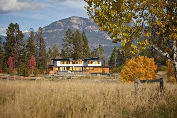 maison ouverte sur la nature au canada.