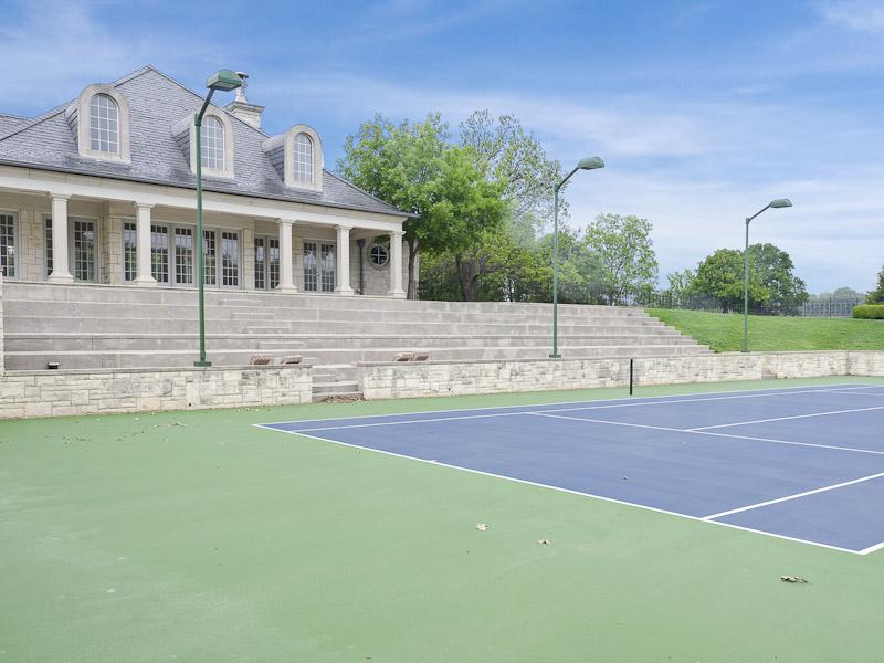 manoir texas coco chanel inspiration vaux le vicomte tennis.