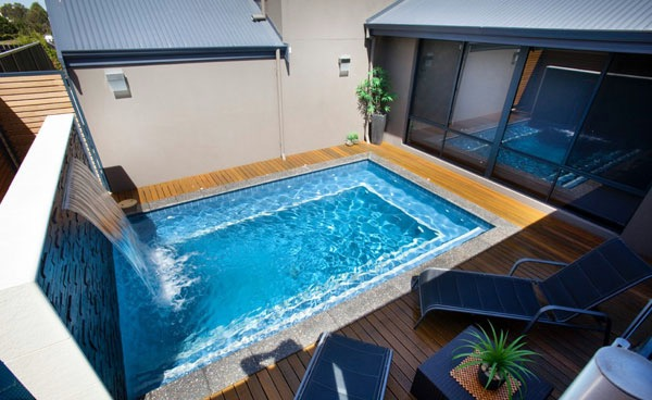 piscine dans un petit jardin ides et inspirations clemaroundthecorner - Amenagement Petit Jardin Avec Piscine
