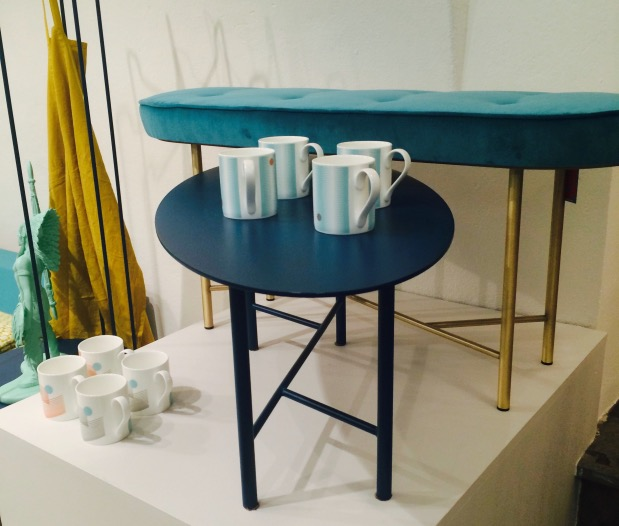 Table basse bleu laiton