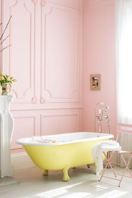 baignoire jaune et rose