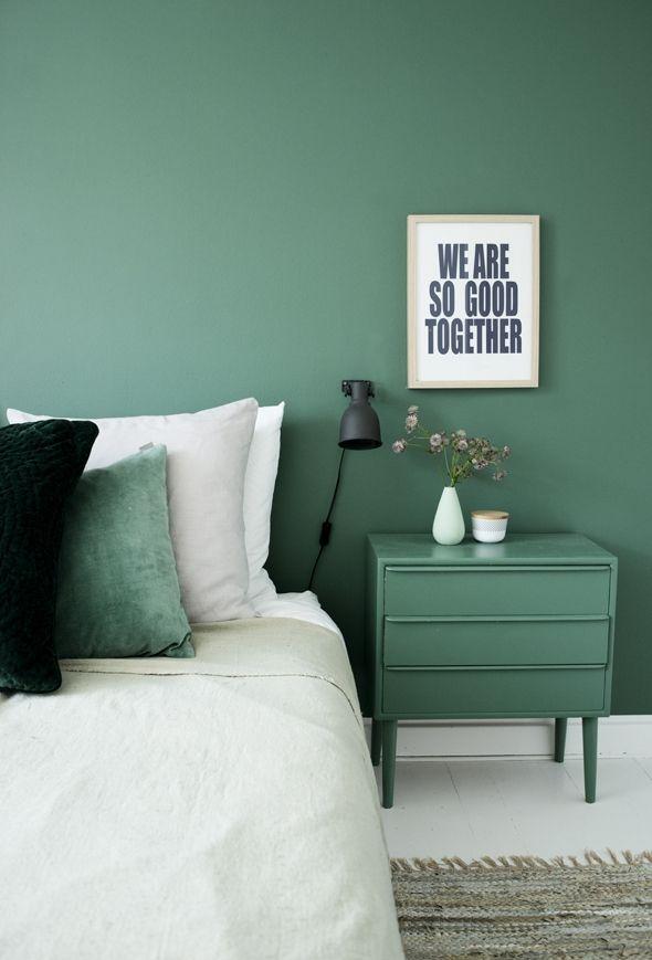 chambre mur vert blanc.