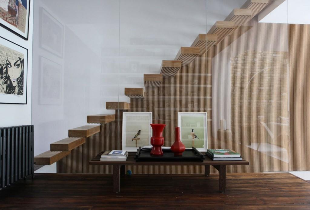 escalier design bois Chloe Makintosh Made.com