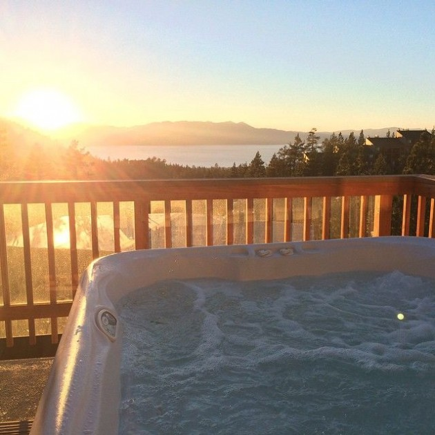 outdoor jacuzzi tahoe lake airbnb clemaroundthecorner.com