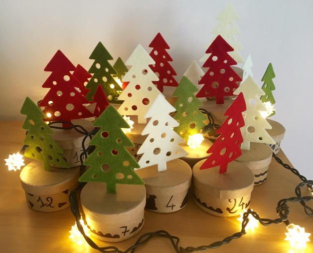 idee decoration de noel sapins calendrier de l'Avent forêt de sapins