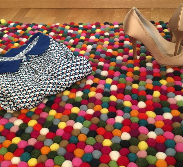 tapis multicolore boules de laine sukhi