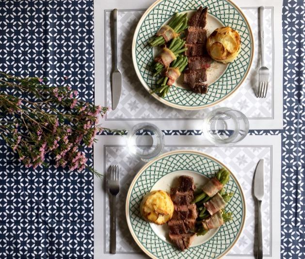 table fêtes champêtre élégante avec set de table jetable motif géométrique scandinave idée déco - blog design clem around the corner