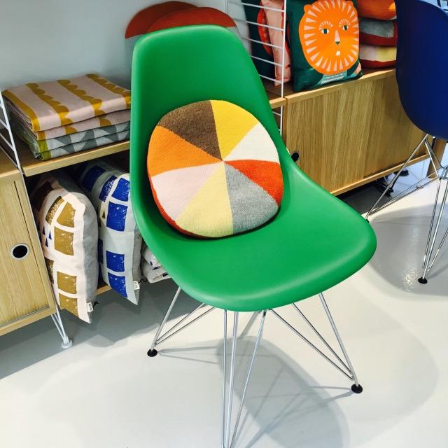 chaise design pour enfant verte vitra clemaroundthecorner.com