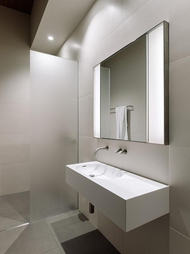 salle de bain minimaliste blanche