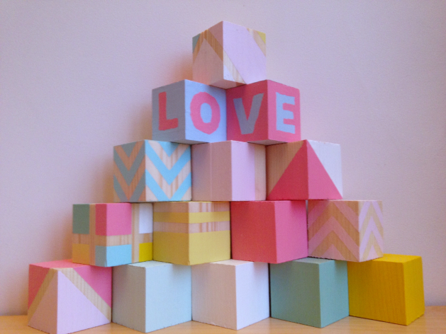 DIY cubes en bois love pour bebe