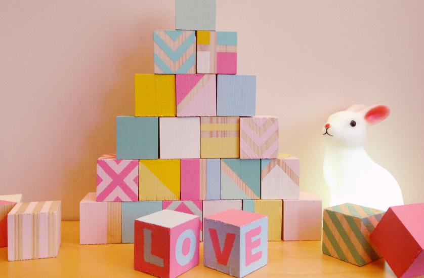 DIY cubes en bois peints pour enfant Blog déco Clem Around The Corner # Fabriquer Un Cube En Bois