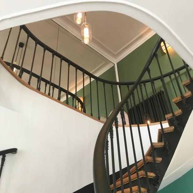 escalier ancien colimacon parquet peinture verte