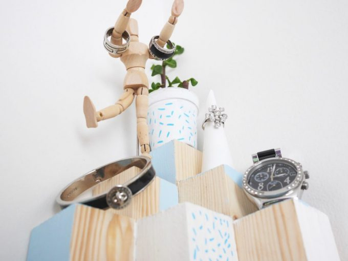 diy arbre a bijoux en bois rangement salle de bain