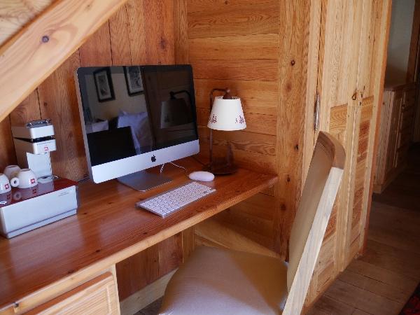 coin ordinateur bureau chambre hotel
